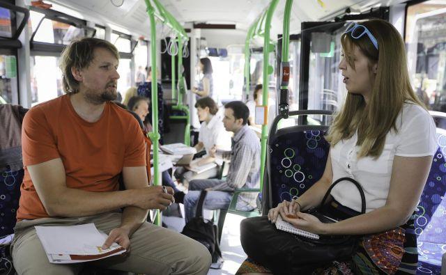 Pred nekaj leti so na ljubljanski univerzi organizirali hitre zmenke kar na Kongresnem trgu in na mestnih avtobusih. FOTO Jože Suhadolnik