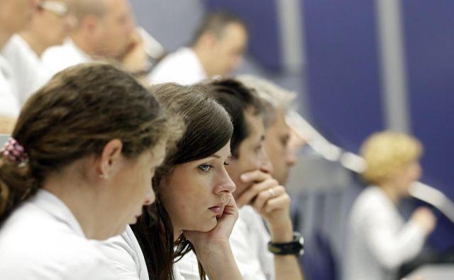 Medicinske sestre in drugi zdravstveni delavci zahtevajo bistveno povišanje dodatkov za delo v neugodnem delovnem času. FOTO: Matej Družnik/Delo
