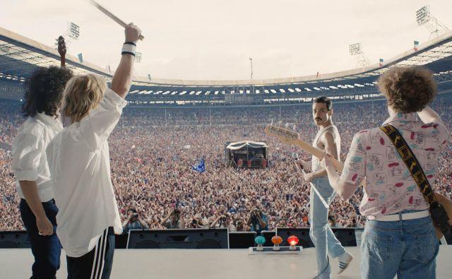 Mercury je izvedel, da je z neozdravljivo boleznijo okužen leta 1987, v filmu pa je aids glavni razlog, da se odloči za nastop na Live Aidu, ki je potekal julija 1985. FOTO: Press Release