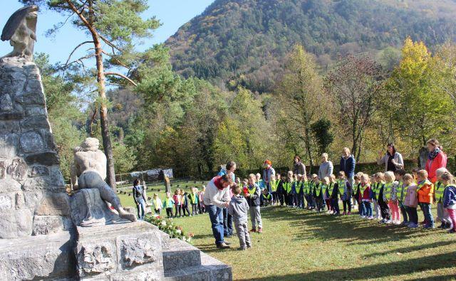 Na pokopališču na Ločah počiva več kot 6000 avstro-ogrskih vojakov. Foto Blaž Močnik
