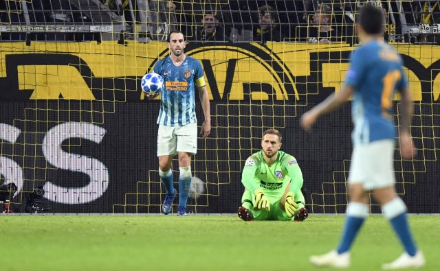 Jan Oblak je lahko po tekmi v Dortmundu le nemočno obsedel na tleh pred svojimi vrati.