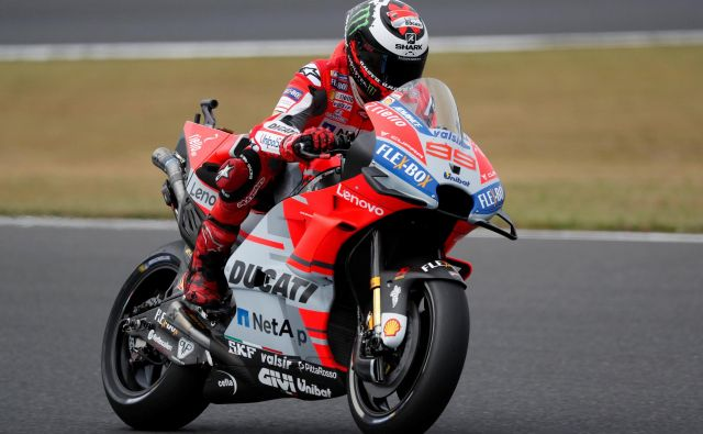 Jorge Lorenzo v Motegiju ni dolgo zdržal na motociklu. FOTO: Toru Hanai/Reuters