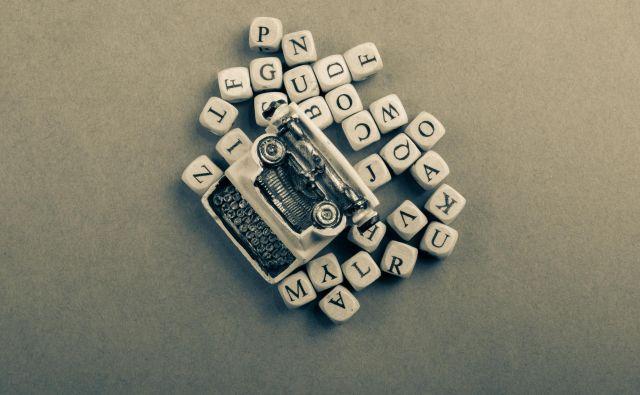 Vdor umetne inteligence v pisateljevanje poraja neprijetno vprašanje, kaj je resnično avtorskega in unikatnega v besedah pisateljev. FOTO: Shutterstock