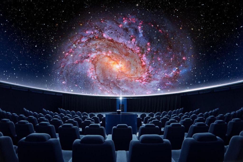FOTO:Popotovanje po vesolju v slovenskem jeziku