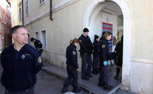 Napadalec se je na medicinsko sestro z nožem spravil februarja 2016. FOTO: Igor Mali