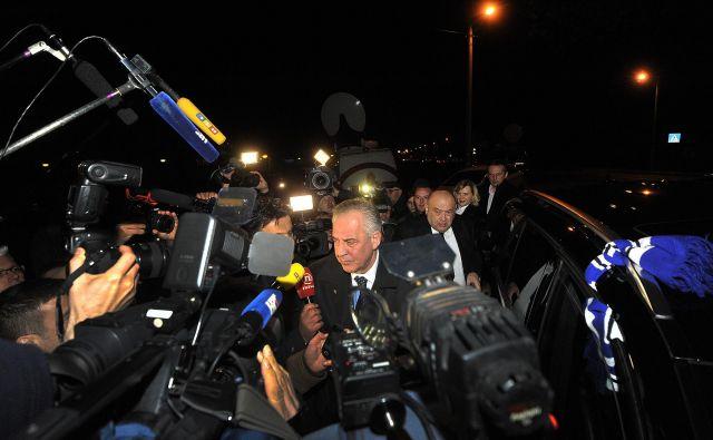 Proti nekdanjemu hrvaškemu premieru in predsedniku HDZ vzporedno poteka več sodnih postopkov, a Sanader se odhodu v zapor za zdaj izmika. FOTO: Damir Krajac / CROPIX