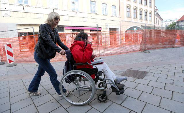 Marsikdo kljub temu, da mu bo zakon omogočil osebno asistenco, ne bo mogel živeti doma, saj nima stanovanja, prilagojenega potrebam invalidov, so opozorili predstavniki zveze paraplegikov.<br /> Foto Dejan Javornik