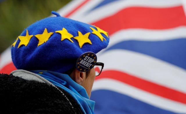 Politični in družbeni razdor, ki ga je sprožilo prvo glasovanje o brexitu, lahko zaceli le ponovni glas ljudstva.FOTO: Darren Staples/Reuters