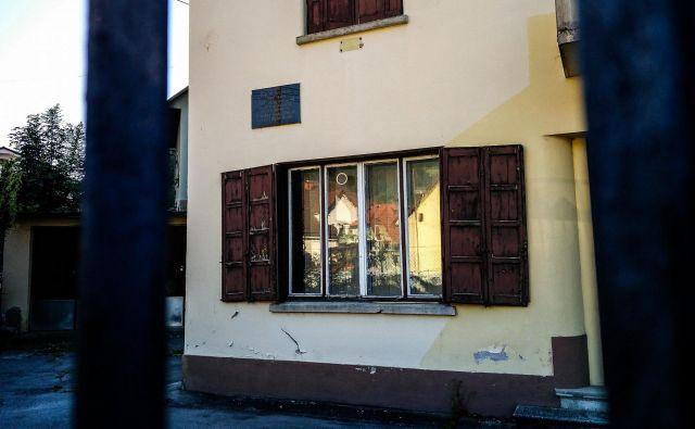 Stavba stare policije, ki žalostno propada. FOTO: Anja Intihar