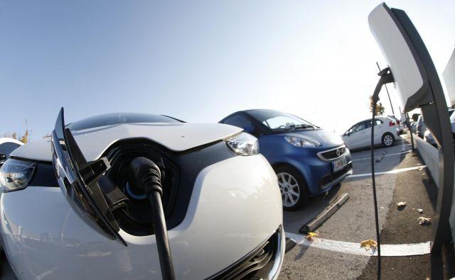 Dobavni roki za električne avtomobile se razlikujejo, kakšnega, kot je renault zoe, pa je mogoče dobiti tudi takoj. Foto Blaž Samec