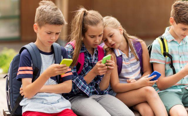 Pri otrocih in mladih ljudeh, katerih osebnost se šele oblikuje, je povsem normalno, da so v sebi pogosto razdrobljeni, saj »deli« njihove osebnosti še niso dobro medsebojno povezani in usklajeni.FOTO: Getty Images/istockphoto