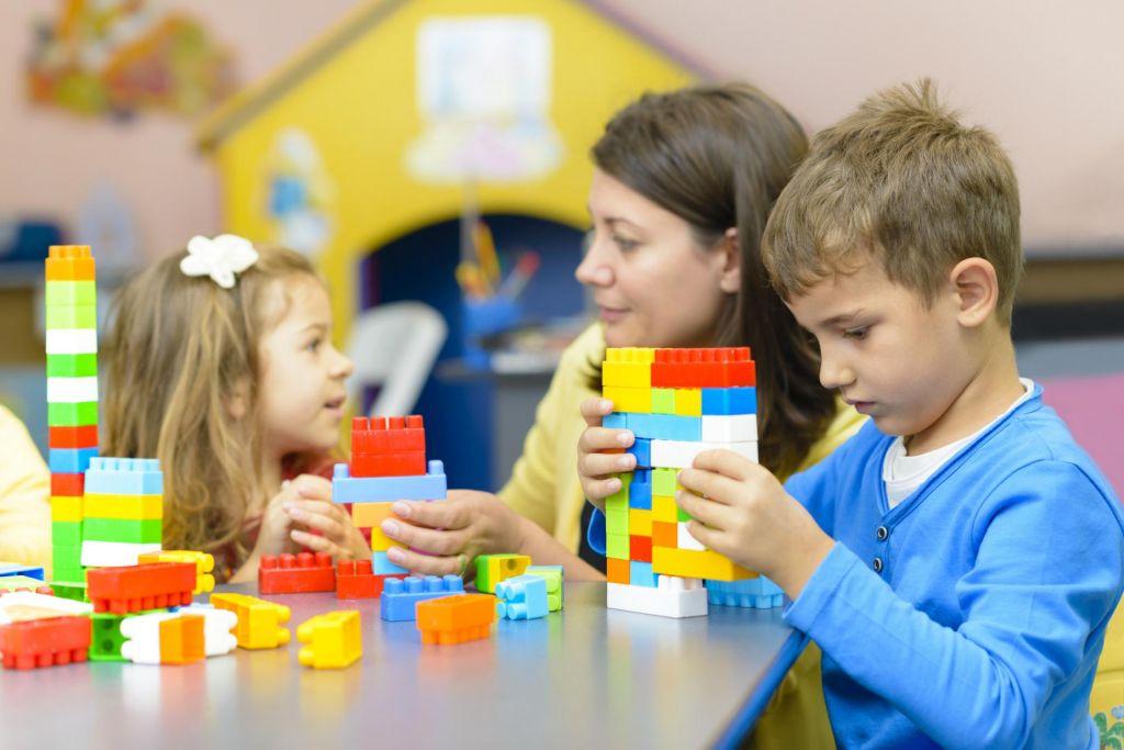 FOTO:Poklic staršev je pomemben za pot otrok:na gimnazijah se bodo prej znašli otroci premožnejših staršev