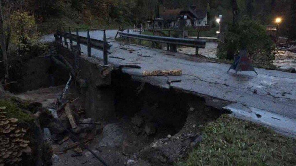 Gromozanska škoda v občini Tržič, uničeni so kilometri cest in 20 mostov