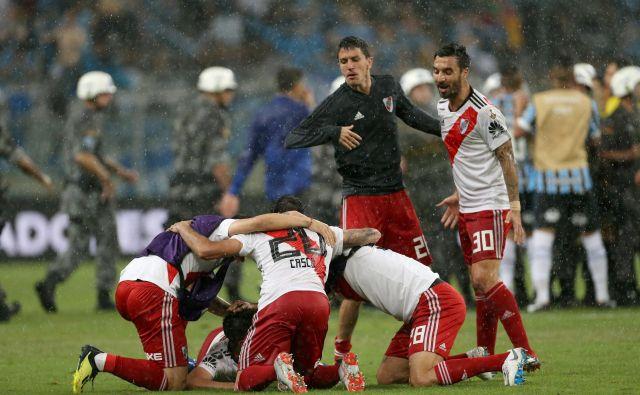 Veselju argentinskih nogometašev ni bilo konca. FOTO: Diego Vara/Reuters
