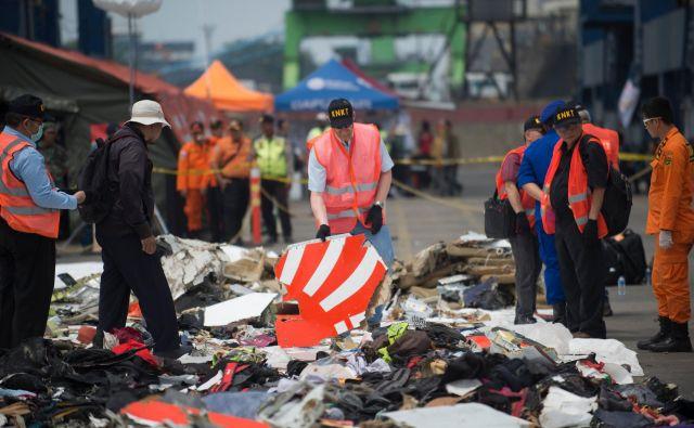 Razbitine letala družbe Lion Air. FOTO: Bay Ismoyo/AFP