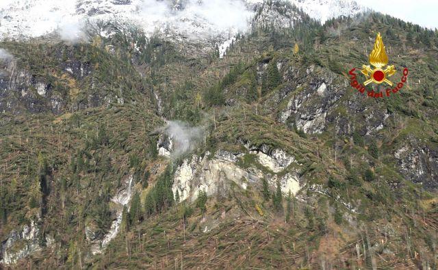 Posledice neurja v Dolomitih v okolici Belluna. FOTO: AFP