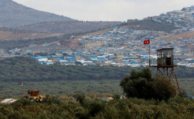 Pogovore in logistiko z uporniki je v Idlibu vodila Turčija, ki ima v provinci že od prej postavljenih dvanajst vojaških opazovalnic in je tesno povezana z določenimi, manj skrajnimi uporniškimi skupinami. FOTO: Reuters