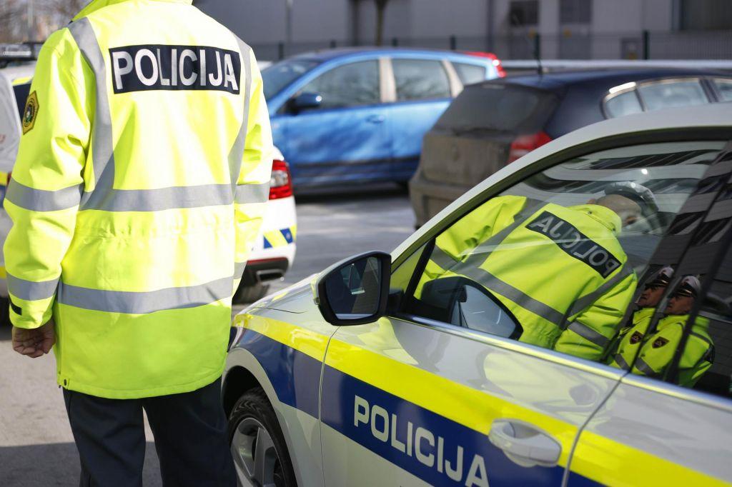 Neprilagojena hitrost terjala novo smrtno žrtev na slovenskih cestah