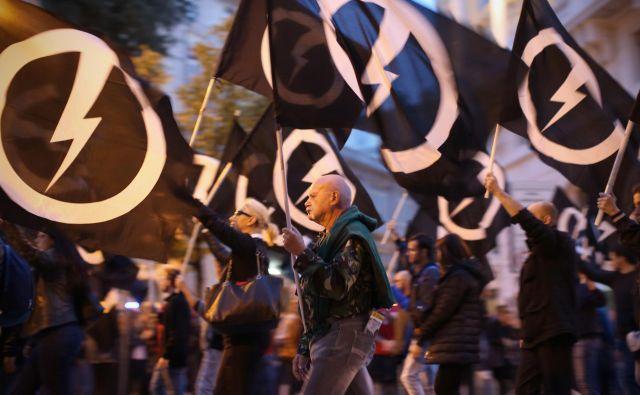 Shod skrajnega desničarskega gibanja CasaPound na tržaških ulicah. FOTO: Jure Eržen/delo