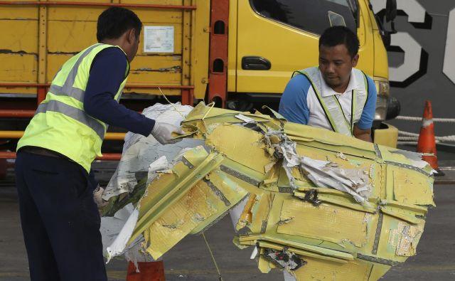 Nesreča je sprožila zaskrbljenost zaradi varnosti v hitro razvijajoči se letalski industriji v Indoneziji. FOTO: Achmad Ibrahim/Ap
