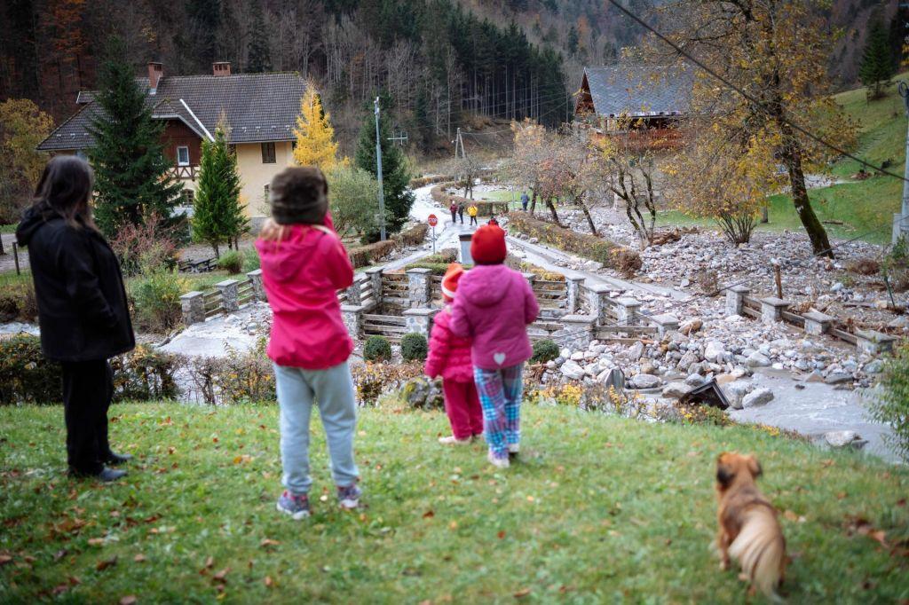 Prebivalci Jelendola so se lahko odpravili na delo, otroci so ostali doma