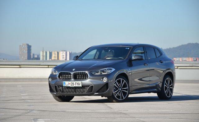 BMW X2 je bolj kupejevsko oblikovan sorodnik modela X1. Predstavlja zanimivo nišo.