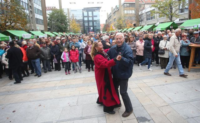 Za martinovo je bilo lani veselo tudi na Trgu Leona Štuklja v Mariboru. Foto Tadej Regent