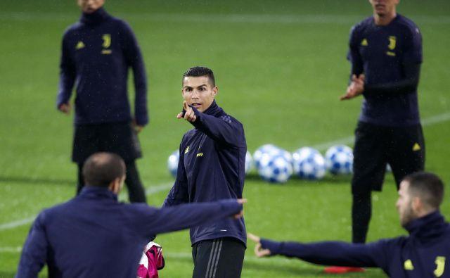 Cristiano Ronaldo (v sredini), Giorgio Chiellini (levo) in Miralem Pjanić (desno) so med zadnjim treningom kazali vsak svojo stran.