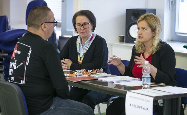 Na zaposlitvenem sejmu so se delodajalci po metodi hitrih zmenkov srečali z motiviranimi kandidati. FOTO: Jože Suhadolnik, Delo