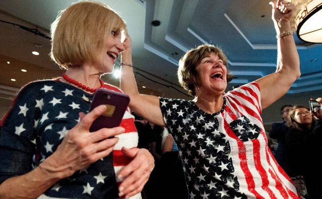V volilnih štabih po ZDA so se zmage kandidatov, dan pozneje zmagoslavje prekriva spoznanje o politično povsem razdejeni državi. Foto AFP