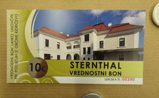Sedež občine Kidričevo - na lastnem občinskem vrednostnem bonu. FOTO: Franc Milošič