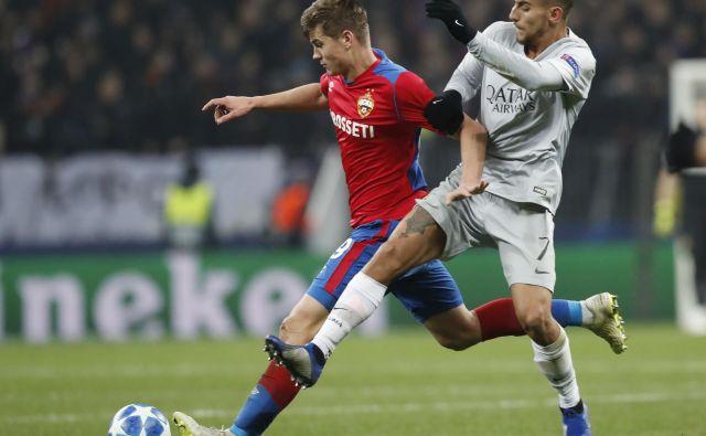 Jaka Bijol (levo) je v zvezni vrsti CSKA solidno opravil svojo nalogo, čeprav je njegov rimski tekmec Lorenzo Pellegrini (desno) dosegel gol za zmago Rome z 2:1 FOTO: Ap