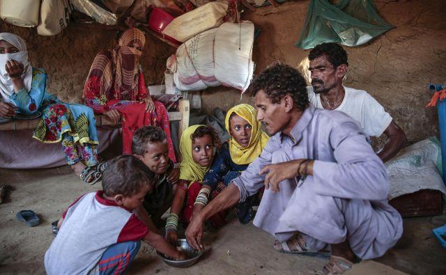 Jemen se je spremenil v velikansko hiralnico, kjer polovici ljudi grozi izstradanje. FOTO: AP