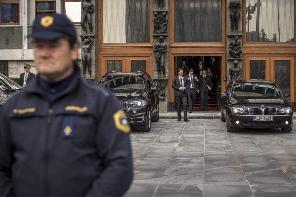 Vlada znova na pogajanjih s policisti