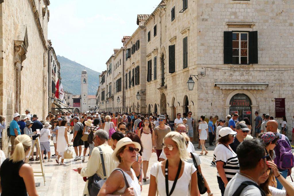 Hrvaška pod zlato peterokrako zvezdo
