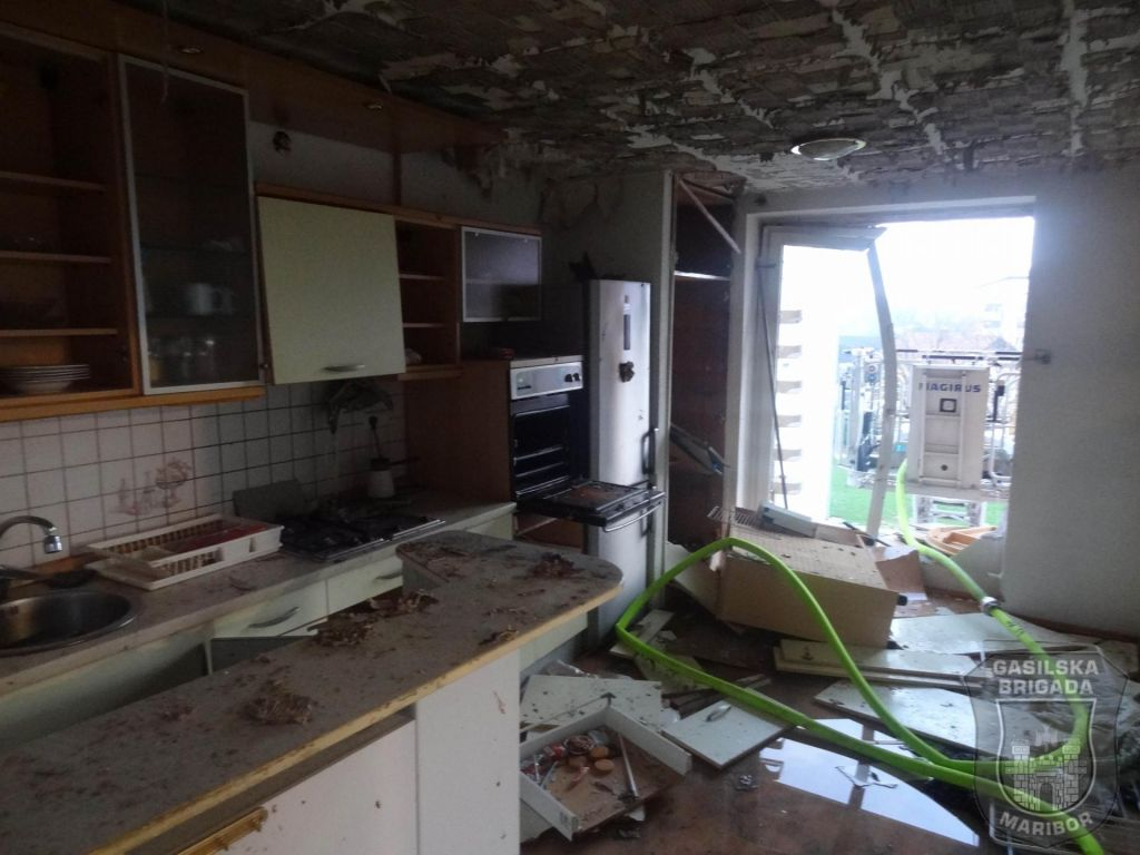 FOTO:Silovita eksplozija povsem uničila šest stanovanj, ena oseba huje ranjena (FOTO in VIDEO)