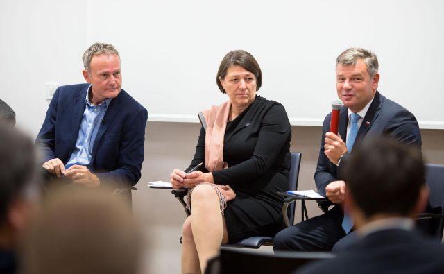 S posveta v Šiški, v dobro javnega mestnega prometa po tramvajsko: Dragan Matić, Violeta Bulc in Peter Gašperšič. FOTO www.matejpusnik.si