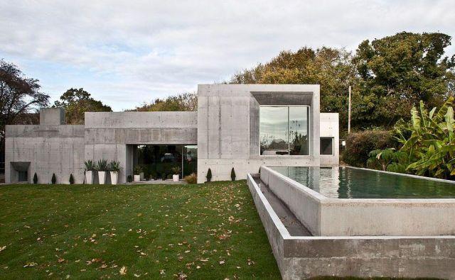 Parkirna hiša ali jedrsko zaklonišče? Nič od tega! To je sanjska hiša mladega para, narejena iz nanobetona. FOTO: Channel 4/Grand Designs