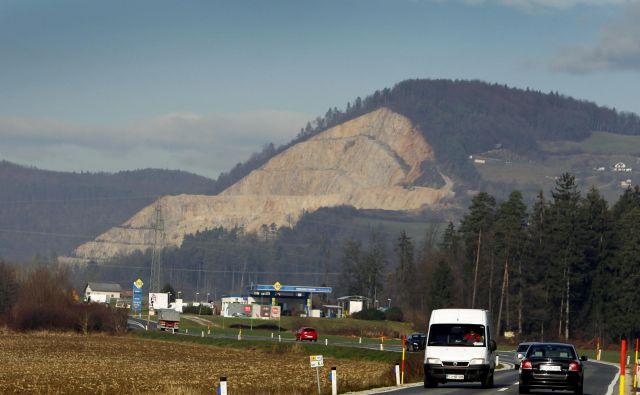 Kamnolom v Veliki Pirešici VOC še vedno zelo zanima, tudi če bi ga bila polovica državnega. FOTO: Leon Vidic/Delo