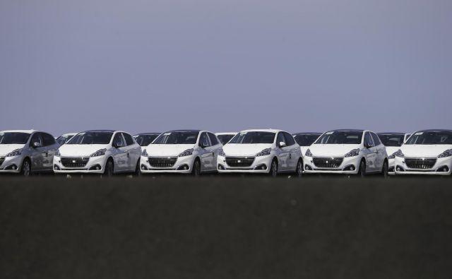 Prodaja avtomobilov se je v Sloveniji oktobra drugi mesec zapored opazno zmanjšala.<br /> Foto Jože Suhadolnik