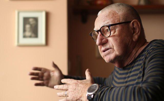 Dušan Jovanović (1939) je eden najbolj plodovitih slovenskih dramatikov in gledaliških režiserjev. Za delo je prejel tako nagrado Prešernovega sklada (1979) kot Prešernovo nagrado (1990), je tudi večkratni dobitnik Grumove nagrade. FOTO: Jure Eržen/Delo