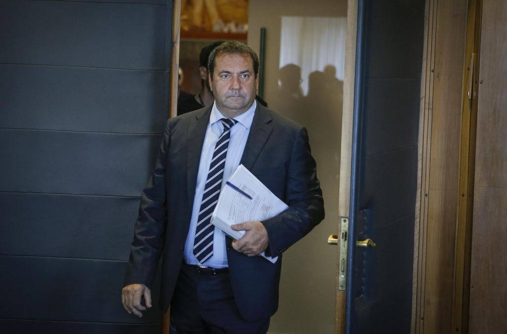 Pozivi k odstopu ministra Bandellija vedno glasnejši