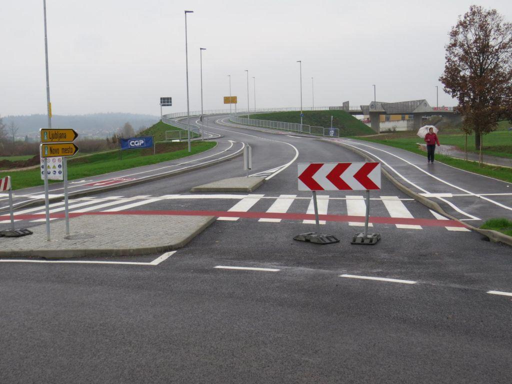 FOTO:Zgradili nadvoz, nevarnega prehoda ne bodo ukinili