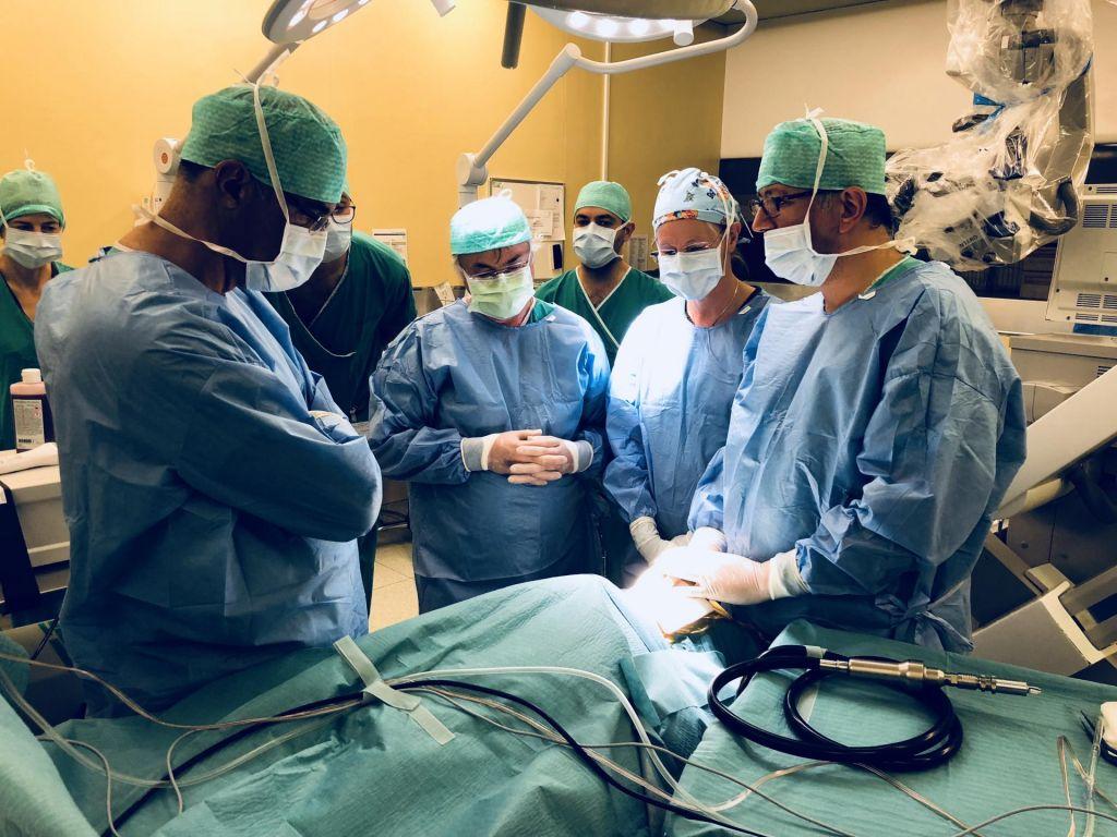 FOTO:Italijanski deklici slovenska kirurga povrnila sluh