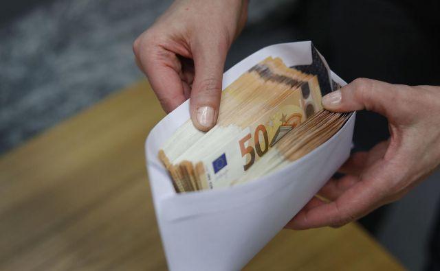 Plače v EU spet rastejo. FOTO Leon Vidic/Delo