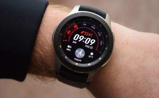»Ura galaxy je namenjena uporabnikom, ki želijo vzdržljivejšo baterijo in izboljšane možnosti za spremljanje športnih dejavnosti,« je na predstavitvi povedal DJ Koh, izvršni direktor Samsunga za informacijske tehnologije in mobilne komunikacije.FOTO: Samsung<br />