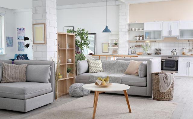 V sodoben način bivanja spada odprt bivalni prostor z več funkcijami, saj so v njem združene kuhinja, jedilnica in dnevna soba. Foto: Shutterstock