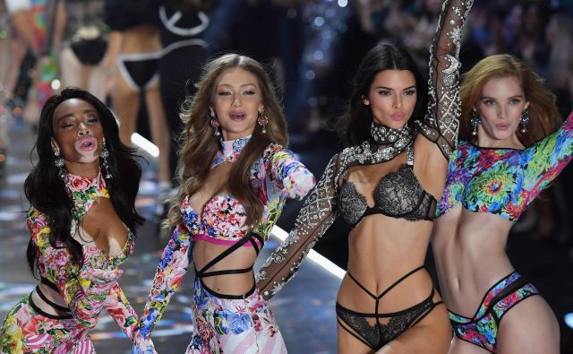 Winnie Harlow, Gigi Hadid, Kendall Jenner in Alexina Graham. Foto Angela Weiss Afp