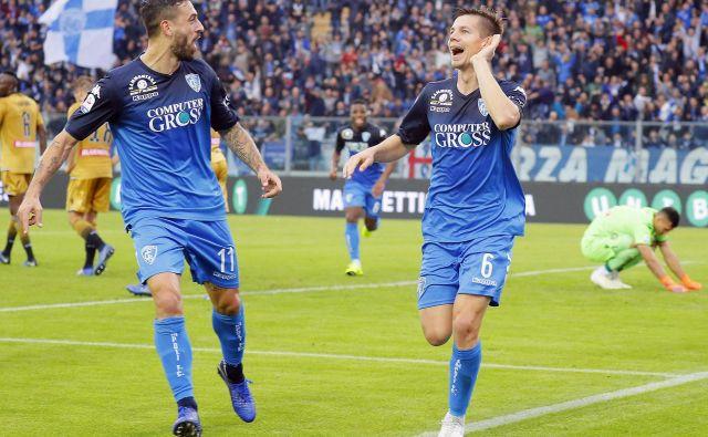 Miha Zajc (desno) se je takole veselil izjemno pomembnega gola v majici Empolija.
