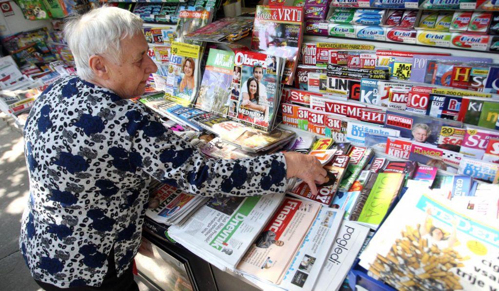 Tiskane izdaje dnevnikov dosežejo skoraj pol milijona bralcev
